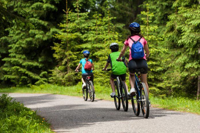 social distancing on public trails